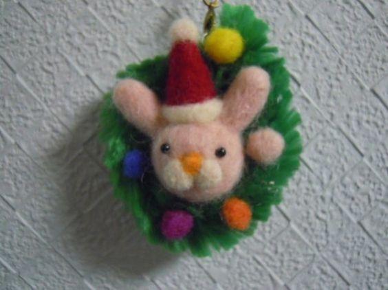 羊毛で作ったクリスマスオーナメントです。どこかにちょこんと飾っても可愛いです。ハッピークリスマスヽ(*´∀`)ノサイズ 7cm丸 紐...|ハンドメイド、手作り、手仕事品の通販・販売・購入ならCreema。