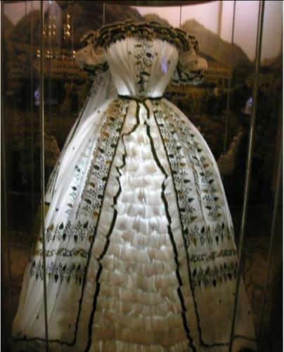 ... sissi empress elizabeth the empress austria s dress stile sissi