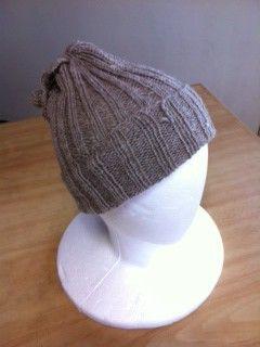 染めていない自然な羊の毛の色のままのベージュ、並太程度で柔らかくフィットします。ニット帽、ネックウォーマーとして何通りもの使い方ができるウォーマーです。紐付き...|ハンドメイド、手作り、手仕事品の通販・販売・購入ならCreema。