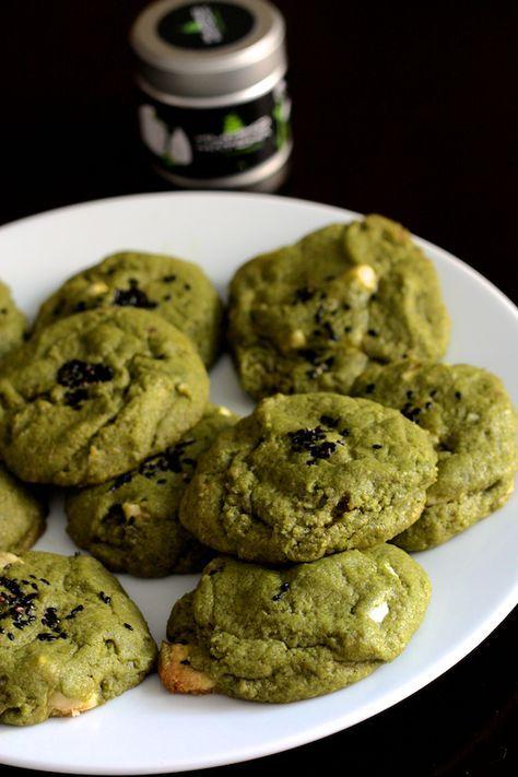 C'est grâce à ma page Facebook et à un certain Valentin que j'ai pu réaliser ces délicieux cookies. Il m'a proposé de m'envoyer un pot de Kumiko Matcha, un thé matcha bio premium, et quand le portier de la compagnie m'a tendu le paquet qui le contenait , je me suis