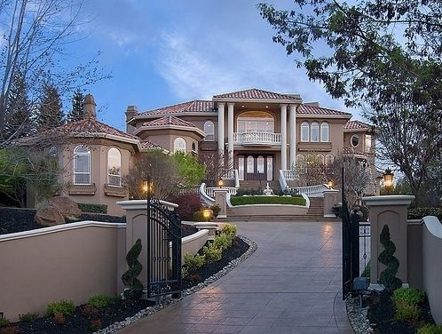 Huge mansions tumblr google search homes pinterest for Big beautiful mansions