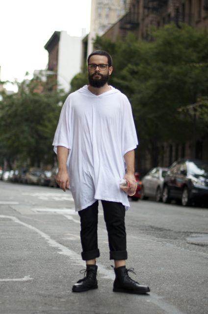 Tシャツ×ブラックデニム×ブーツ