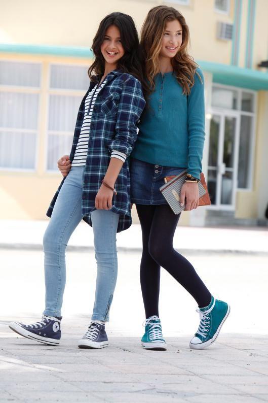 Petrol und Denim sind die perfekten Stylingpartner für den Herbst. Der Arizona Jeansrock sieht zu dem Buffalo Langarmshirt einfach lässig aus. Die hellblaue Skinny-Jeans und die karierte Long-Bluse haben den absoluten Coolness-Faktor. So kommen kleine Fashionistas groß raus!