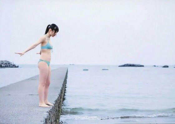 水色の水着の太田夢莉