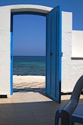La route des livres une porte ouverte sur la mer porte for Porte ouverte dessin