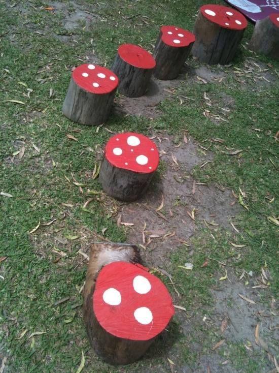 idée-décoration-jardin-enfants-champignons-troncs-arbres ...
