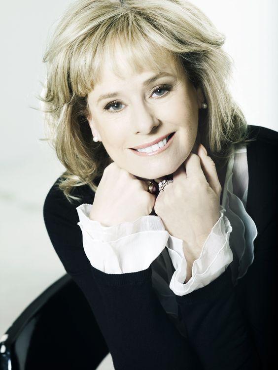 Kathy Reichs (born Jul...