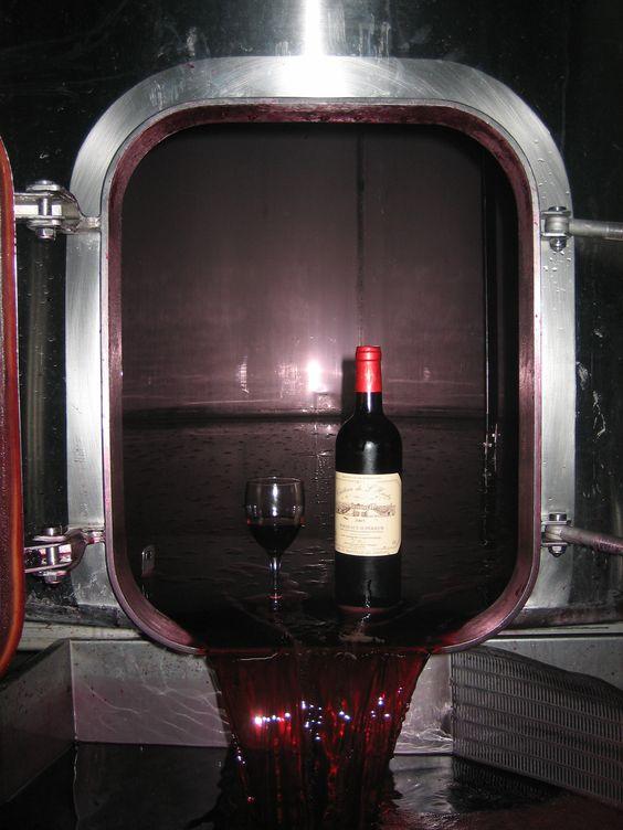 AOC Bordeaux Supérieur pour ce #chateaudelhurbe 2005 en bord de cuve. la Robe est grenat foncé.  Ce #bordeauxsupérieur est assemblé de 80% merlot et 20% de cabernet sauvignon. #vinalacarte #sejourencotesdebourg #vignoblebousseau #chais