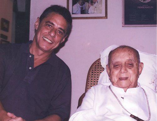 Chico e Dom Helder Câmara em Recife, em 1999, ano em que o arcebispo faleceu.