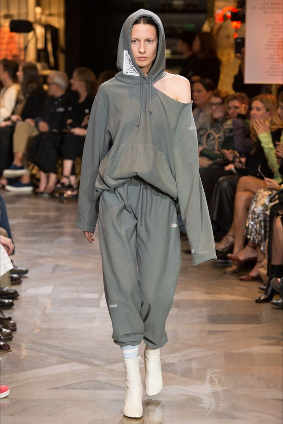 Sfilata Vetements Parigi - Collezioni Primavera Estate 2017 - Vogue