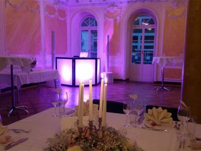 Ein Hochzeit-DJ sorgt am Hochzeitstag für Musik, Ambiente und unvergessliche Momente!