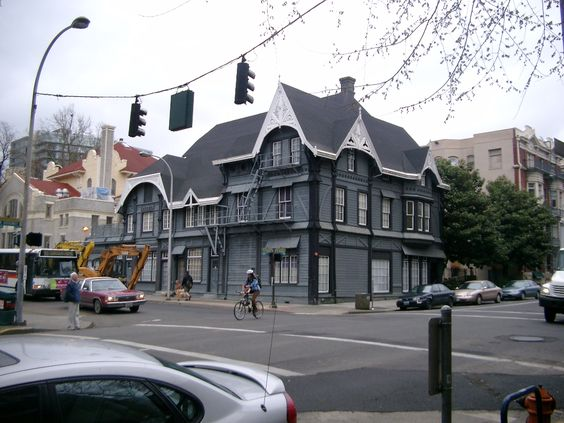 Google Image Result for http://upload.wikimedia.org/wikipedia/commons/4/4c/Ladd_Carriage_House_-_Portland_Oregon.jpg