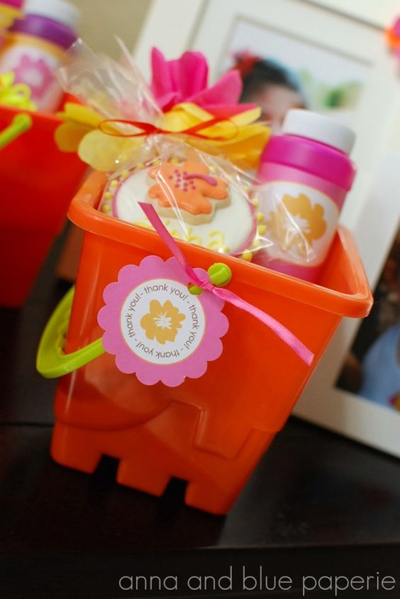 Perfect Party Favors for a Summer Party - sand bucket holding goodies such as shovels, sweet treats and bubbles! #partyfavor