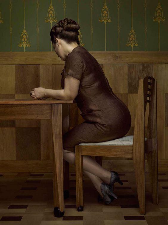 Erwin Olaf   Keyhole.  sra rostro parece las cuartetas mesa pintura