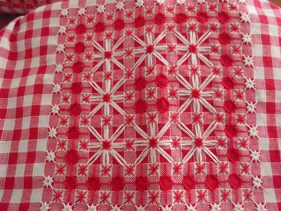 Chicken scratch broderie suisse swiss embroidery - Broderie suisse grilles gratuites brigitte rainglet ...
