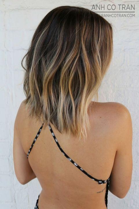 Ecaille Balayage On A Lob | 11 Bombshell Blonde Highlights For Dark Hair - Best Hair Color Ideas by Makeup Tutorials at http://makeuptutorials.com/11-bombshell-blonde-highlights-dark-hair/