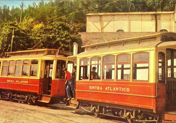 Típico carro Eléctrico em funcionamento entre Sintra e a Praia das Maçãs. Typical Electric car operating between Sintra and Praia das Macas.