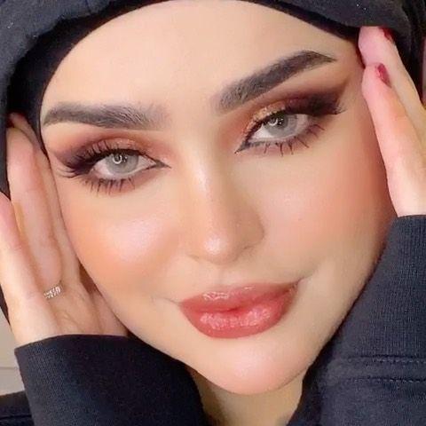 H A W R A A On Instagram شنو رائيكم صارلي سنين عن الرموش حتى نسيت شلون اخليهم طبع Beautiful Women Faces Beautiful Girl Face Bridal Makeup Looks