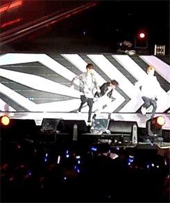 صور متحركة مضحكة لأعضاء فرقة EXO