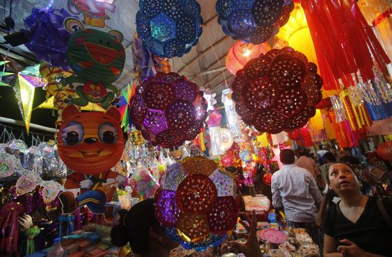 Indians buy lanterns from roadside stalls ahead of Hindu festival of lights Diwali, in Mumbai, India, Sunday, Oct. 27, 2013. People decorate their homes during the Diwali festival. (AP Photo/Rafiq Maqbool)