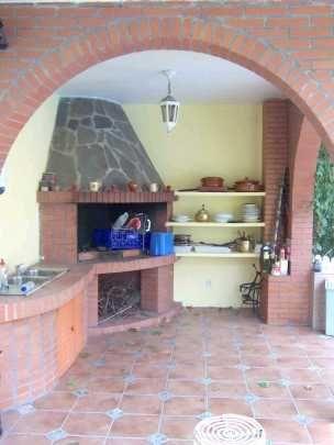 Interiror cocina exterior con barbacoa en esquina - Cocinas de exterior con barbacoa ...