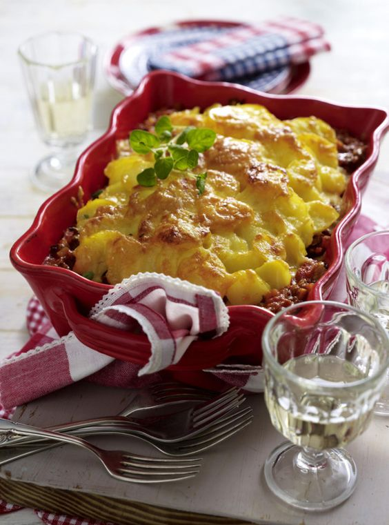 Unser beliebtes Rezept für Kartoffel-Gratin a la Bolognese und mehr als 55.000 weitere kostenlose Rezepte auf LECKER.de.