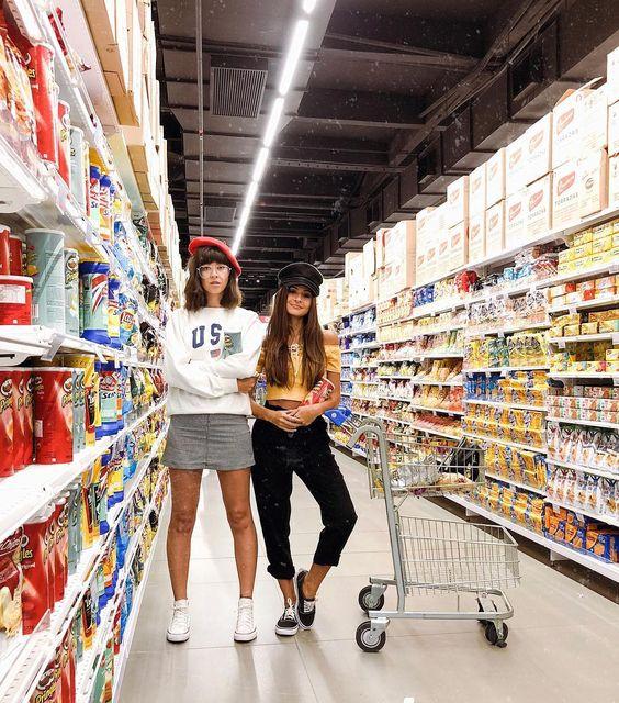 Você quer foto no supermercado? Inspiração de fotos com amiga. Instagram: @viihrocha