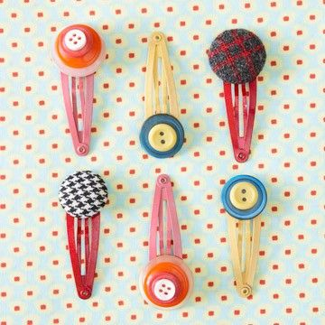 Adorable button craft. Could be for Christmas gifts for girls in A's class?