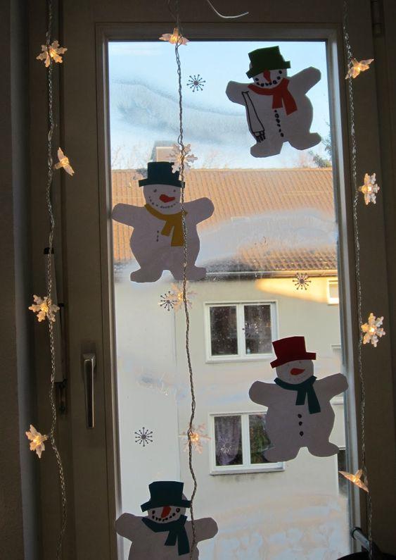 Der Winter hält endlich Einzug. Jetzt auch bei uns im Klassenraum... Diese wunderschönen Schneemänner sind schnell auf dickes Papier kopiert...
