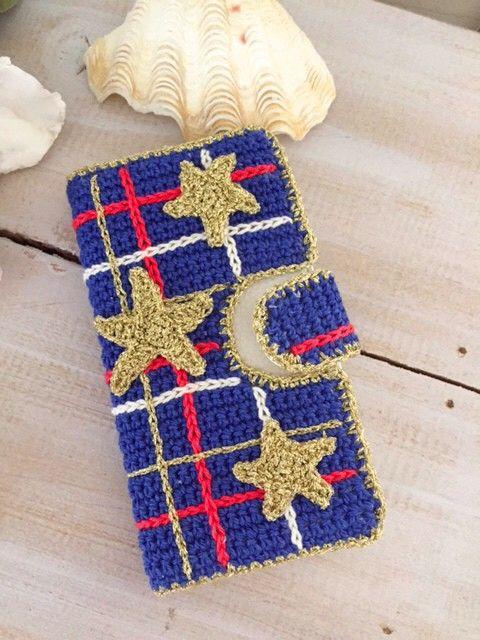 コットン等の糸で編みましたダイアリータイプケースです。土台はネイビーのコットン人気のチェック赤、白、ゴールドにラメで丁寧に編んだ星のモチーフをあしらいました。...|ハンドメイド、手作り、手仕事品の通販・販売・購入ならCreema。