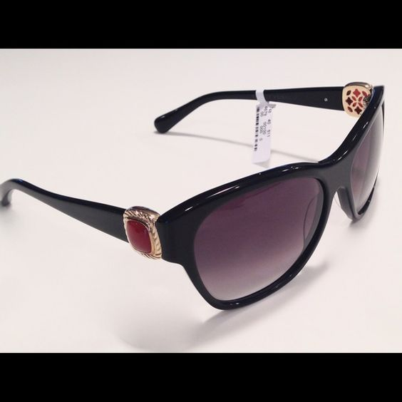 New David Yurman Blk Albion Sunglasses with Case 100% Authentic David Yurman DY082 Albion Sunglasses with Gold Vermeil& Carnelian  Stones  * Style: DY082 11 GV/CA * Stamped Gold Vermeil * Black Onyx Frames with Gold Vermeil and Carnelian Stones on Temples Measurements: 56 Eye x 16 Bridge x 135 Temple Lens Color: Smoke Cr39 Double Gradient Lens * Stamped DY on Stem * Comes in Original David Yurman Hardshell Case * Handmade in Japan * Retails $725 plus tax David Yurman Accessories Sunglasses