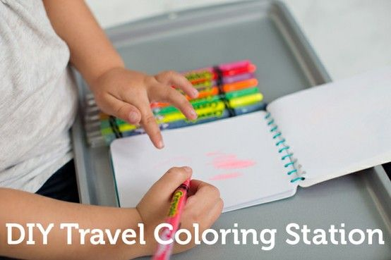 Long road trip with #kids coming up? Make this coloring station to keep them occuppied without a big mess. All you need: baking sheet, magnets, art supplies! (Thanks for pinning, @kimusia)