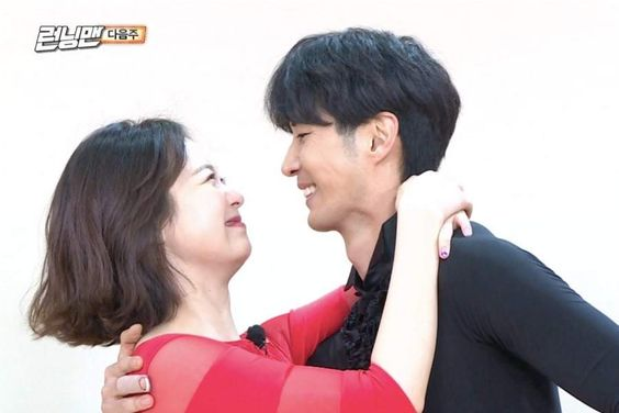 """Watch: Jun So Min Enjoys Romantic Date With Kim Ji Suk After Locking Up """"Running Man"""" Cast In New Preview"""