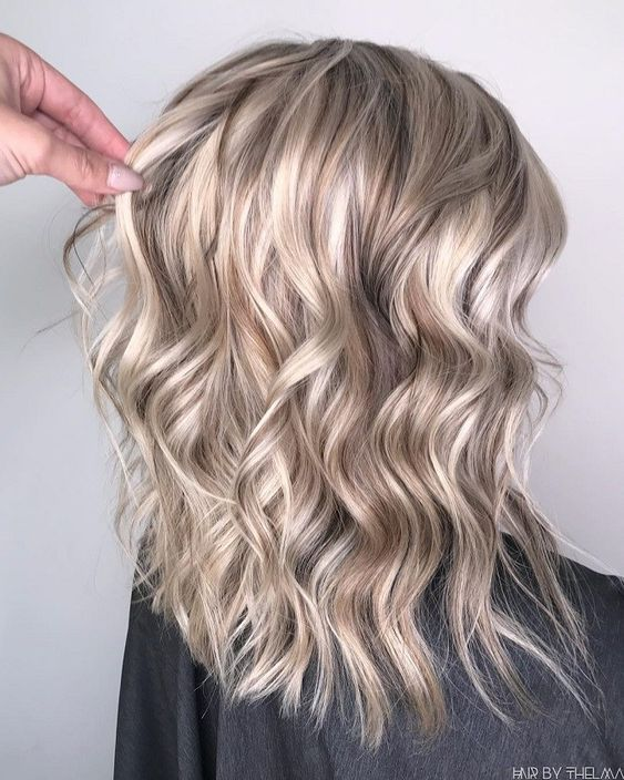 65 Gorgeous Blonde Hair Color Trends For Fall 2019 Cool Style Balayagehairfall Blonde In 2020 Kapsels Blond Peekaboo Highlights