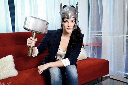 Jaimie Alexander (aka Sif) pretending to be Thor.