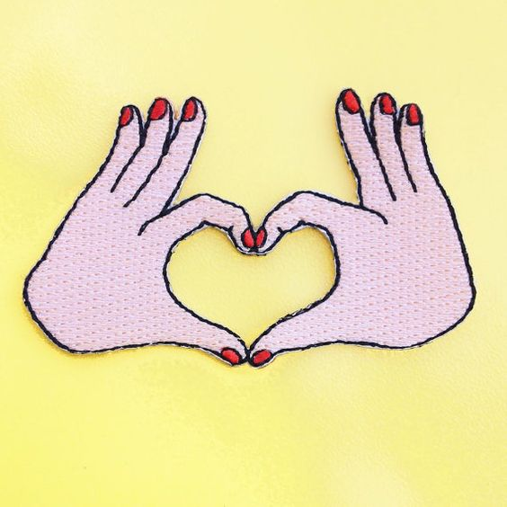 ECUSSON AMOUR  petit écusson mains coeur  Patch par CoucouSuzette