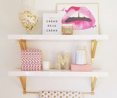 Decoração com prateleiras #inlove #branco #dourado #prateleira #archinlove