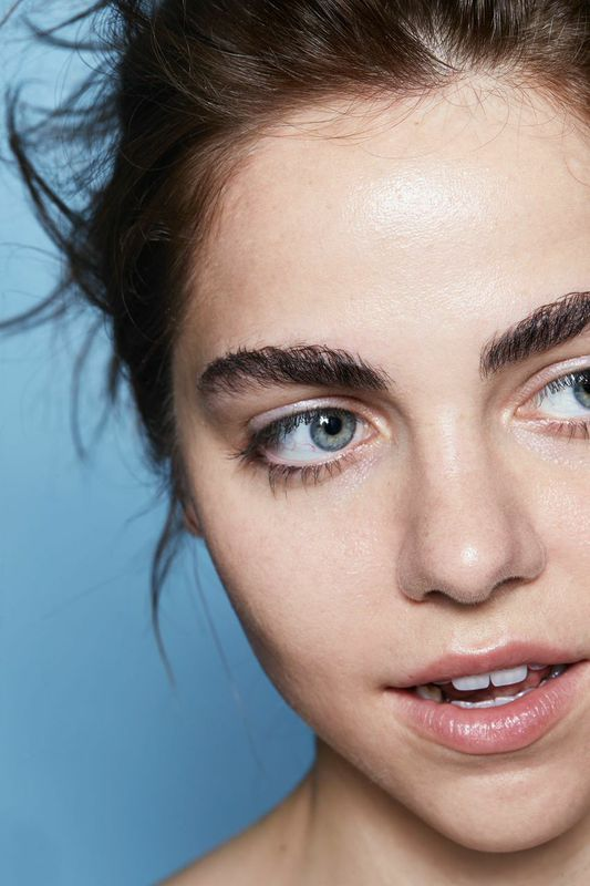 Skin is in, join the movement. #glossier http://www.siempre-lindas.cl/