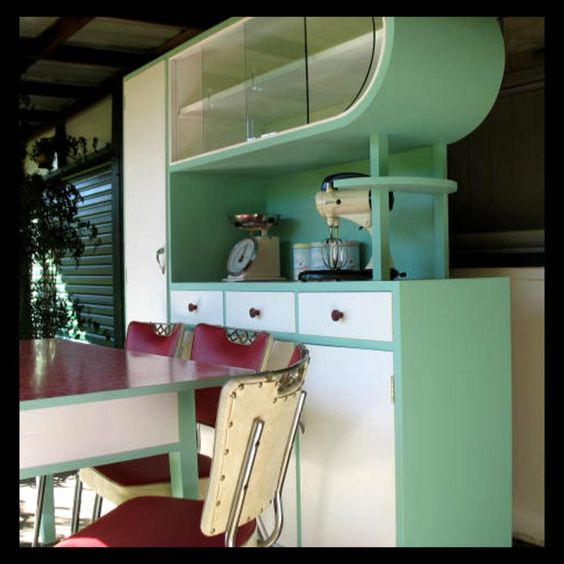 Kitchy Kitchen Decor: 1950s Kitchen. The Shape Is Kind Of Weird; But This Is Kind Of Cool At The Same Time. I Think