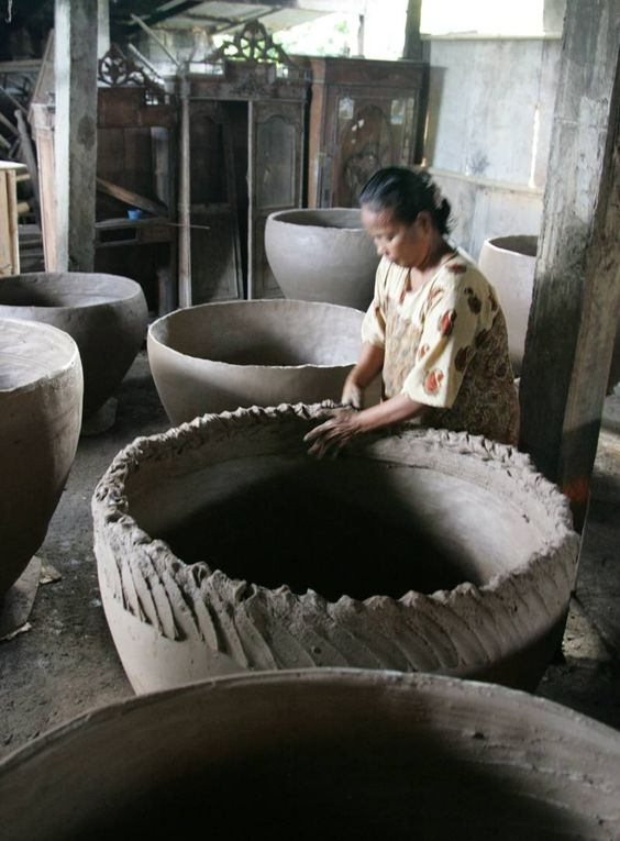 Sabu Terracotta Pottery at Denpasar, Bali, in 2012. Text and photos on this webpage are copyright © Cheryl Marie Cordeiro and Jan-Erik Nilsson, Gotheborg.com, Sweden 2013:
