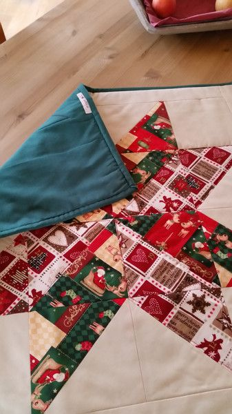 Weihnachtliche Patchwork Mitteldecke von coRKie auf DaWanda.com
