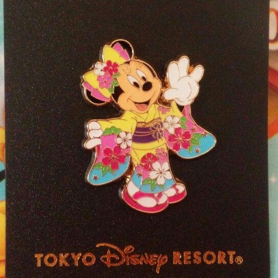 Minnie Mouse wearing kimono