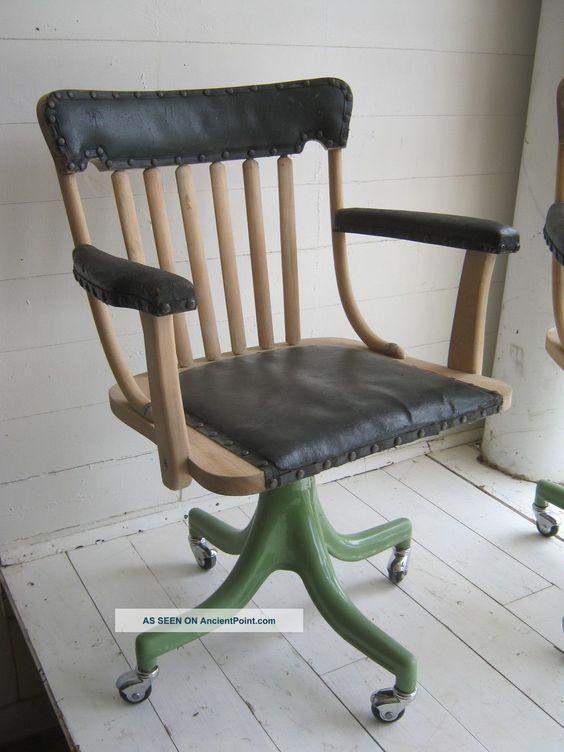 pair_antique_vintage_industrial_swivel_doctor__s_office_chairs_enamel_iron_base_3_lgw.jpg 1,200 על 1,600 פיקסלים