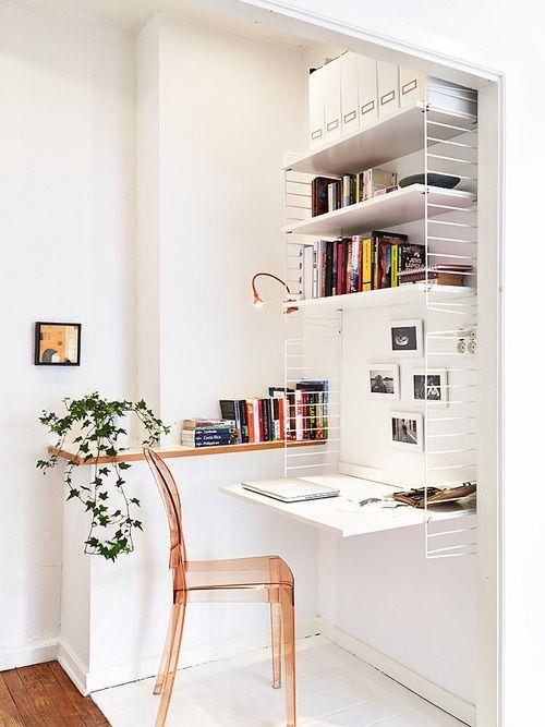 Une planche, une chaise, des étagères ... et voilà un bureau très pratique - FrenchyFancy
