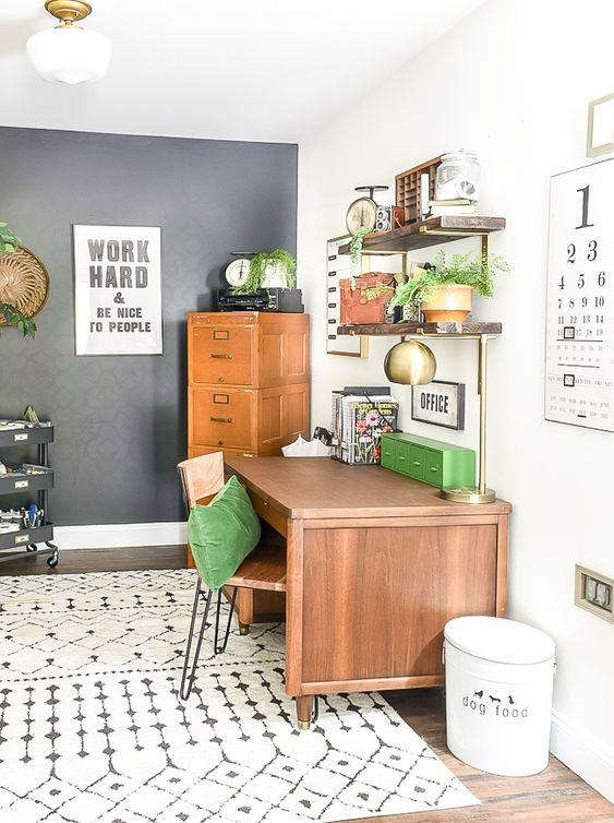 A small home office makeover packed with contrast and vintage style! #office #vintagedecor #highcontrast #mcm #midcenturymodern #mcmlover #mcmfurniture #vintagestyle #ironore