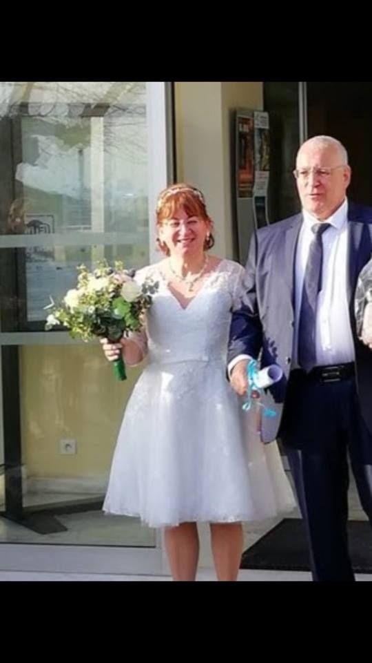 Robe de mariée courte en dentelle avec manches