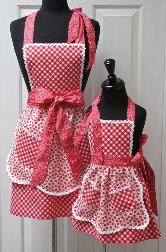 Reversible Mommy and Me Retro Apron Set: