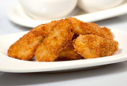 Las semillas de sésamo son una gran fuente de magnesio, cobre, zinc y calcio. Incluye este alimento en la alimentación de tu niño con estas deliciosas tiritas de pollo rebozado en sésamo.