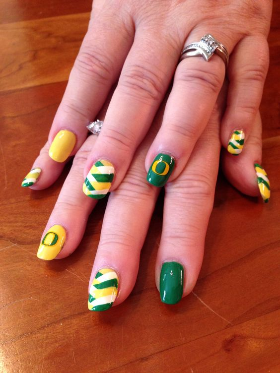 Oregon Duck spirit nails