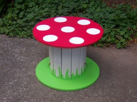 Great idea around the pool for the kids eating area.    Recycled spool into mushroom table or seat